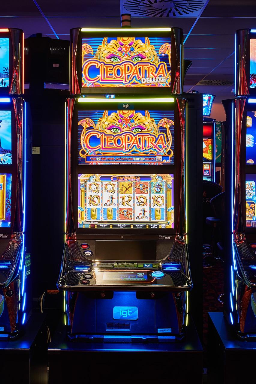 cleopatra slot machine cardiff